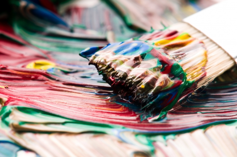 brush-mixing-paint-on-palette